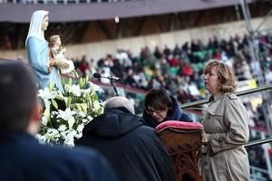 Sicilianos reunidos para a vista de Marija