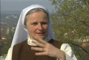 Irmã Emmanuel: Foco na mensagem de Jesus