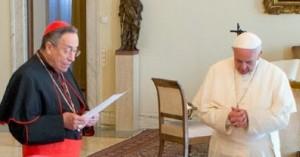 Cardeal conselheiro do Papa e vidente Ivan juntos em evento
