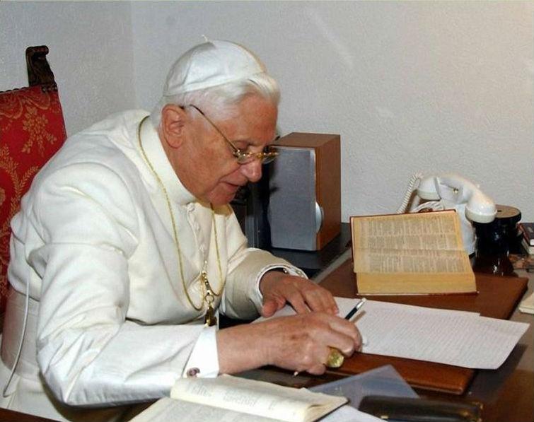 PAPA EMÉRITO BENTO XVI AINDA LIGADO DIRETAMENTE A MEDJUGORJE !!!