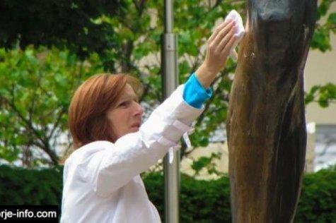 Um novo milagre em Medjugorje: Os olhos da menina curados com as lágrimas da estátua de Jesus ressuscitado