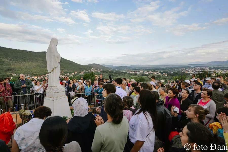 2,5 MILHÕES DE PEREGRINOS AO ANO VISITAM A VIRGEM MARIA EM MEDJUGORJE