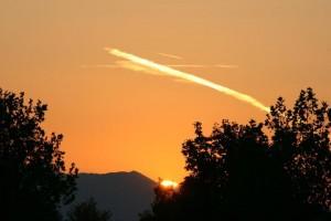 Fotos mostram cruz surgindo de dentro das nuvens