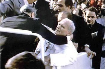 """EM 1981 O PAPA SANGRANDO REZAVA: """"MARIA VEM !"""" E NOSSA SENHORA VAI PARA MEDJUGORJE !!"""