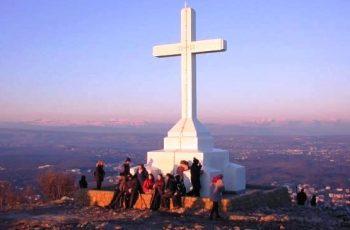 Jovem é curado na montanha do Krizevac